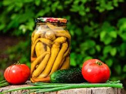 Чорбаджийски чушки с олио и оцет в буркани (зимнина) - снимка на рецептата